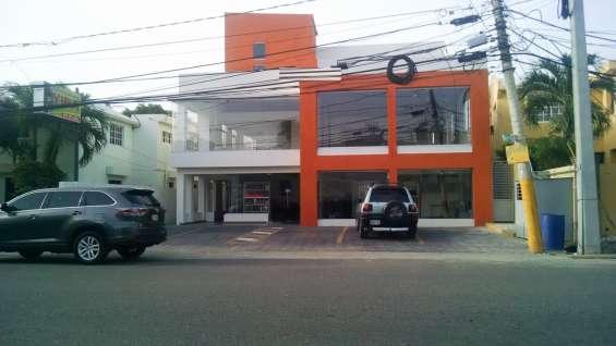 Local comercial en plaza en la av. republica de argentina en santiago