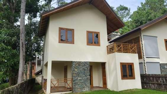 Villa de venta en jarabacoa rodeada de árboles en proyecto cerrado rmv-159