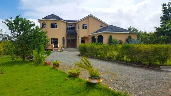 Casa en venta con vista espectacular a las montañas rmc-159