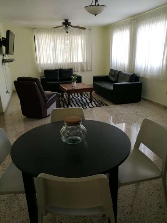 Alquilo apartamento amueblado en bella vista 829-605-9525 / 829-544-2986