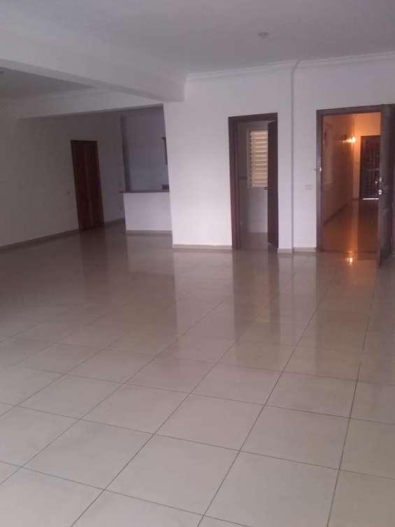 Alquiler apartamento sin amueblado en gazcue de tres habitaciones