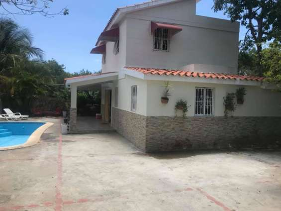 Casa con piscina en juan dolió