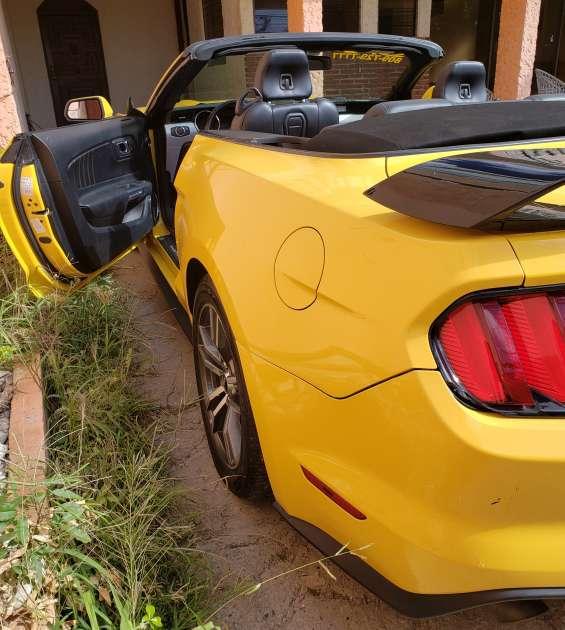 Mustang convertible 2016 perfecto estado