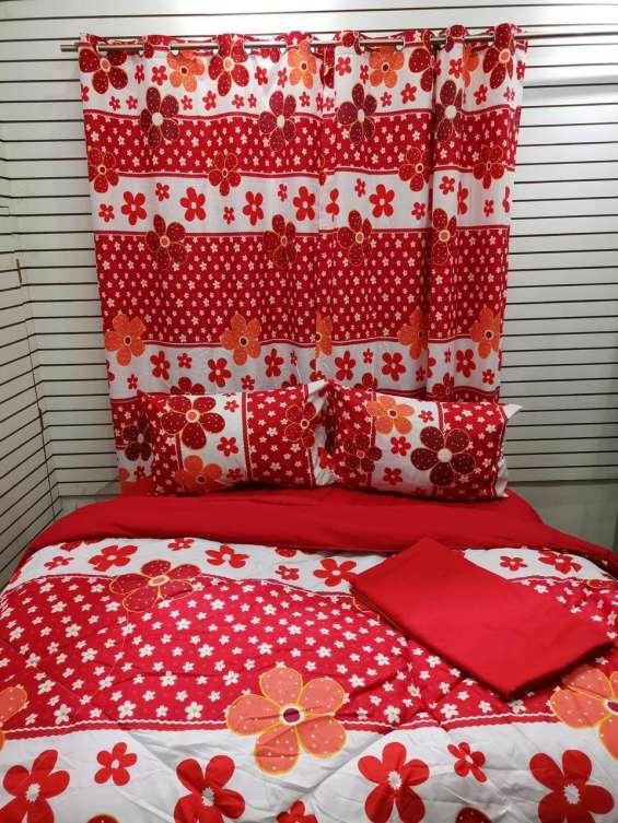 Corchas de 5 piezas, dos forros de almohada, dos cortinas y una corcha