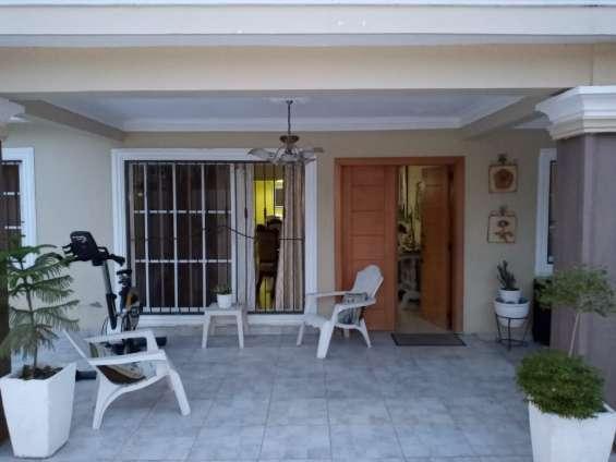 Se vende casa de 2 niveles de oportunidad